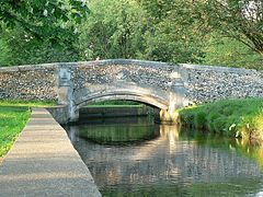 Bridge_over_the_Wandle,_Beddington_Park_-_geograph.org.uk_-_799277